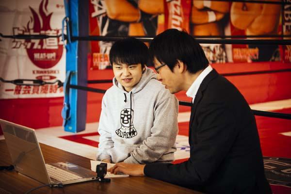 今井礼夢選手がePARA代表・加藤からのインタビューを受ける様子。