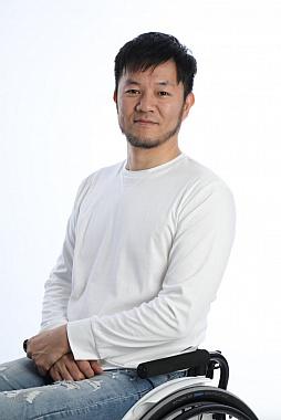 eスポーツコーチ石井康二氏の写真。