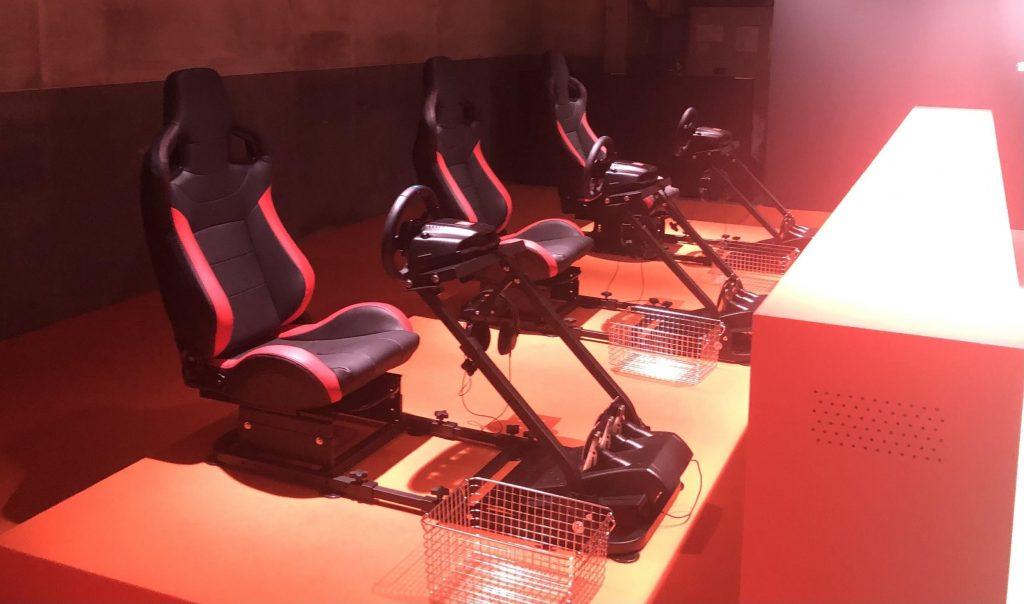 『大爆走!オーディオレーシング』のレーシングチェア3台。