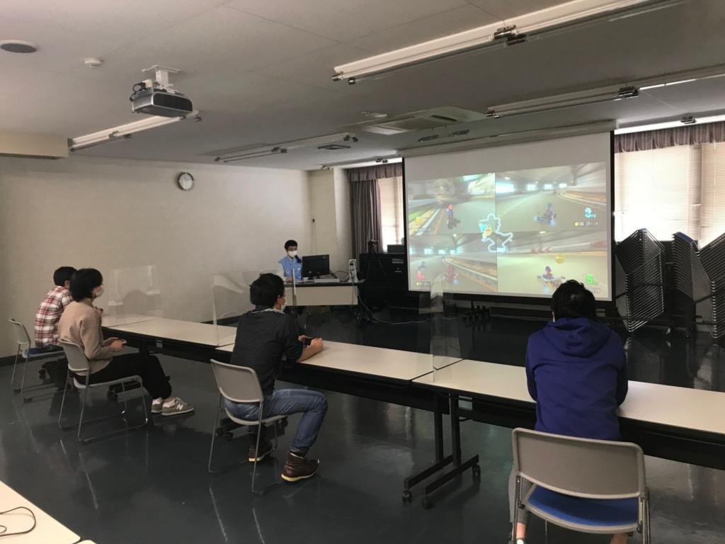 ホンダロジコムeスポーツ部員4名でマリオカートをプレイしている
